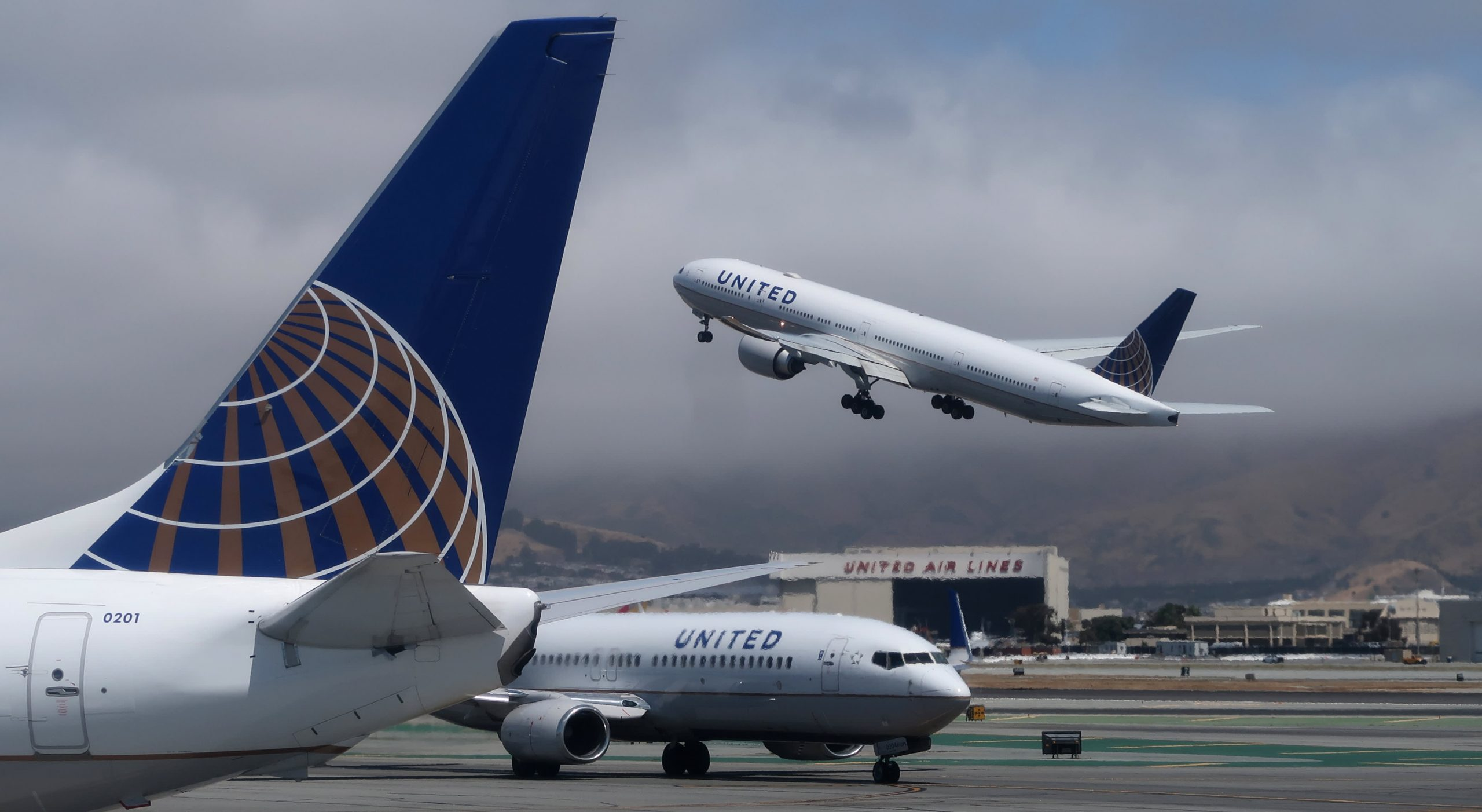 United's unvaccinated staff drops from 593 to 320 after airline said it would fire them
